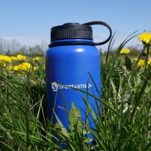 Hydro Boost im Gras - Thermoskanne
