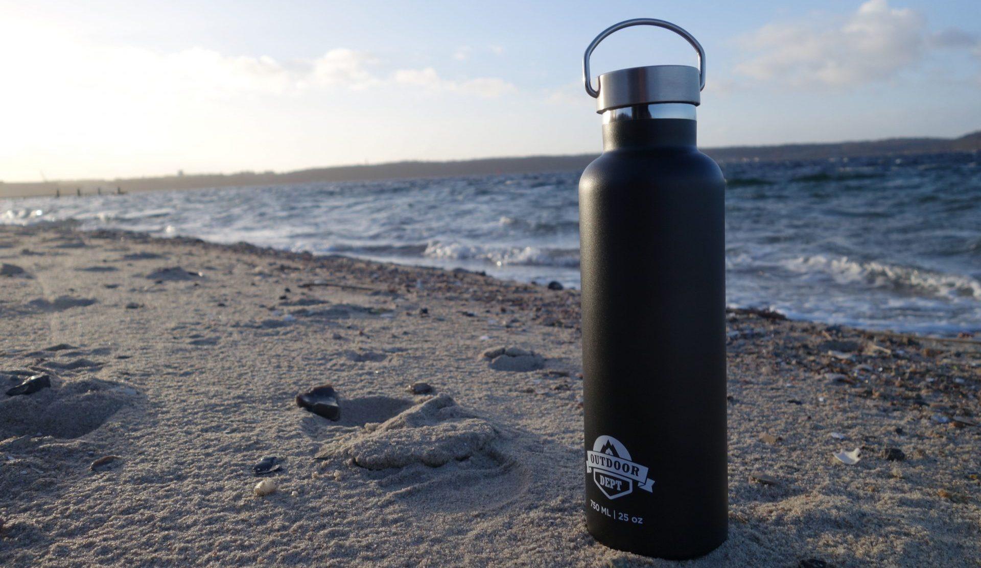 Outdoor DEPT Isolierflasche in der Sonne